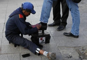 One of the ubiquitous shoe-shiners in La Paz